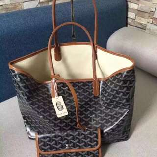 法国百年老品牌GOYARD戈雅 王菲同款。特别耐看,简单,轻便,实用的一款购物袋!双面可用 !中号尺寸:35*17*28cm。