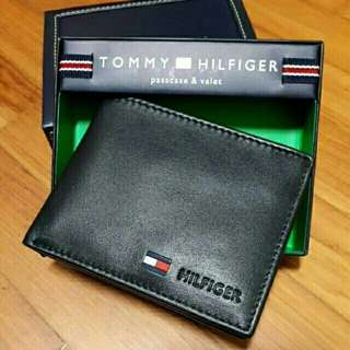 Brand New in box original authentic Tommy Hilfiger Men Wallet Leather