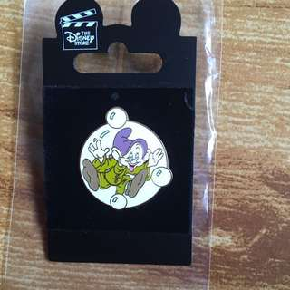 Disney pin 小矮人 迪士尼徽章 Snow White- Doopy 章