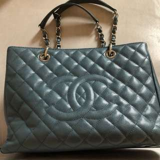 Chanel grand leather tote 80% new