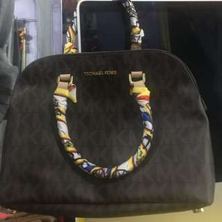 Super Sale !!!Authentic Michael Kors Bag with free twilly high end
