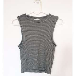 Pull & Bear Stretchable semi crop top