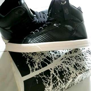 Tomkins High Top Sneaker