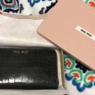 Miumiu long wallet black colour