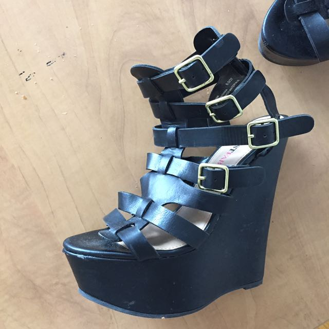 6 inches sandals with straps belt detailing.