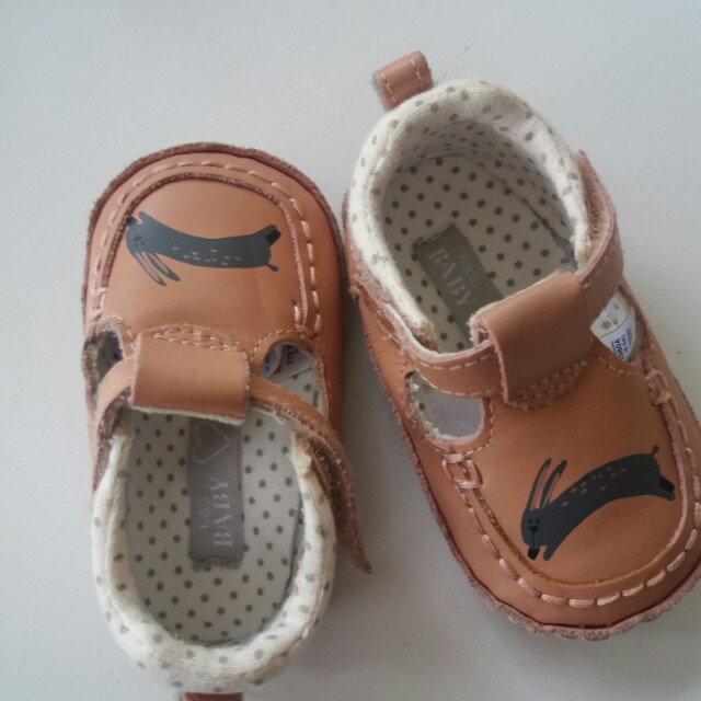 Baby girl shoes size 3-6months