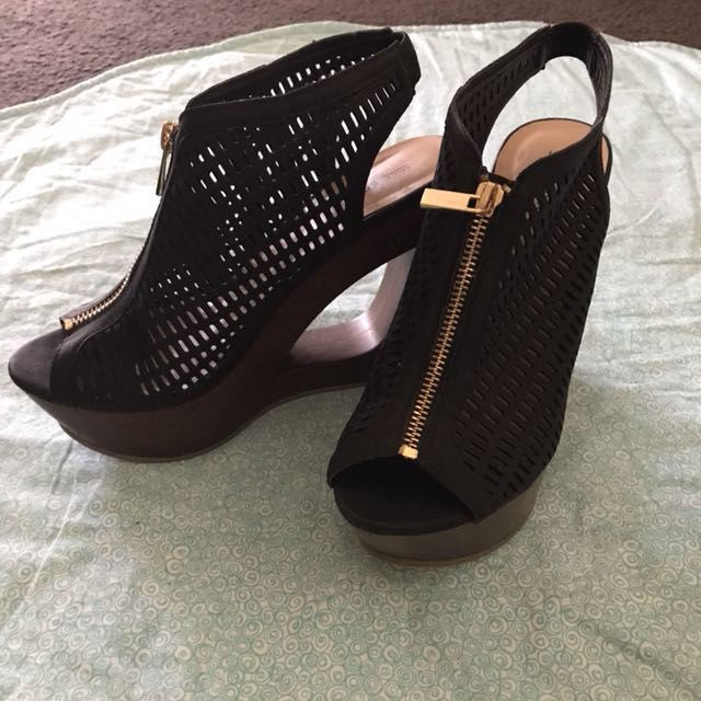 Black n Gold w Wooden Wedge