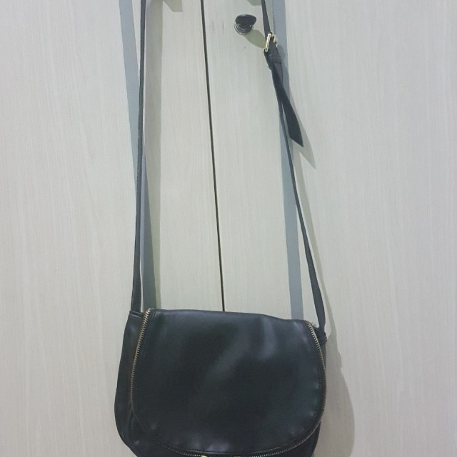 Black Slingbag