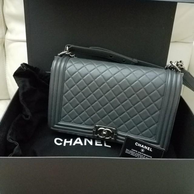 Chanel boy 灰色羊皮28cm (90% new) e277268a9f6e1