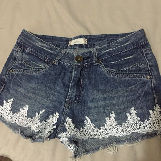 Denims shorts with white lace detail