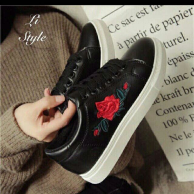 Embroidered shoes size 7