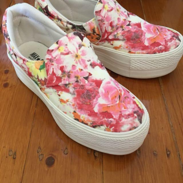 Flower-printed platform shoes