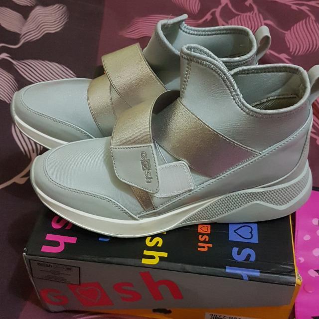 Gosh Sepatu