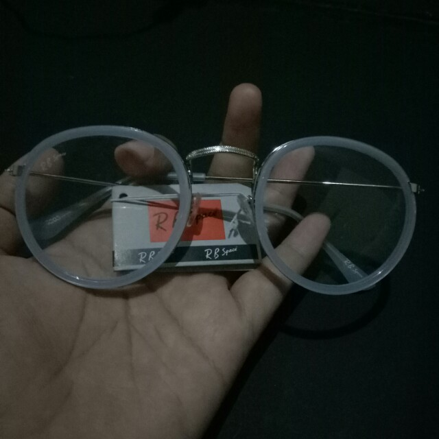 Kacamata warna biru