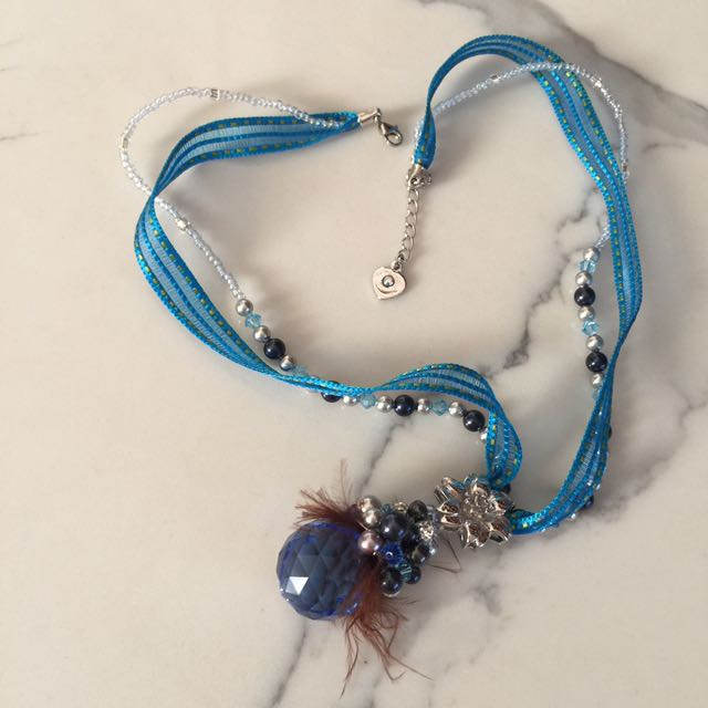 Lace Chrystal bead design necklace