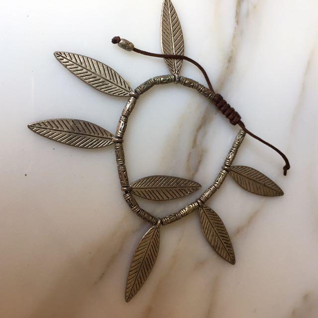 Leaf design bracelet