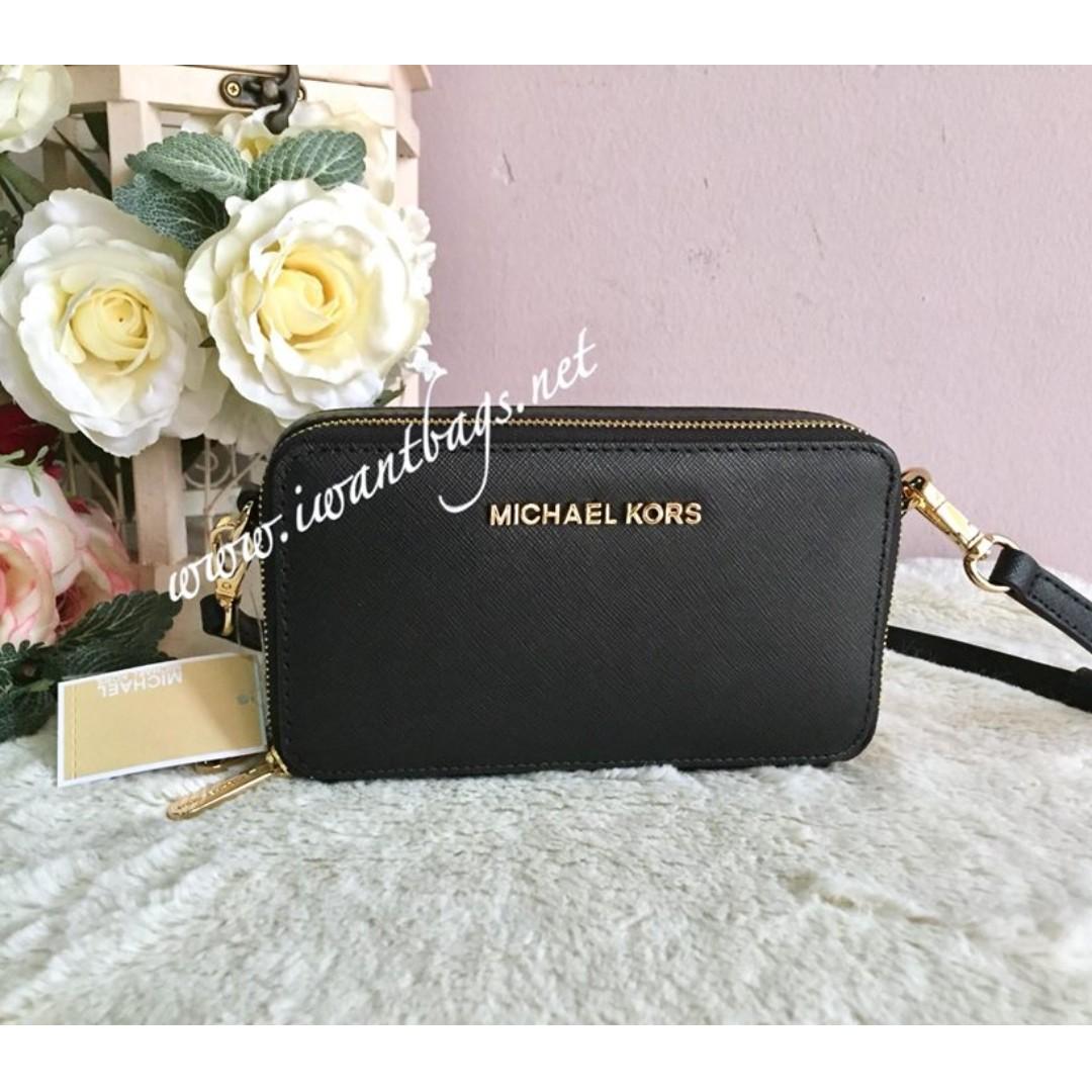 0b193850353063 Michael Kors Jet Set Travel MF Phone Crossbody Bag-Black, Women's Fashion,  Bags & Wallets on Carousell