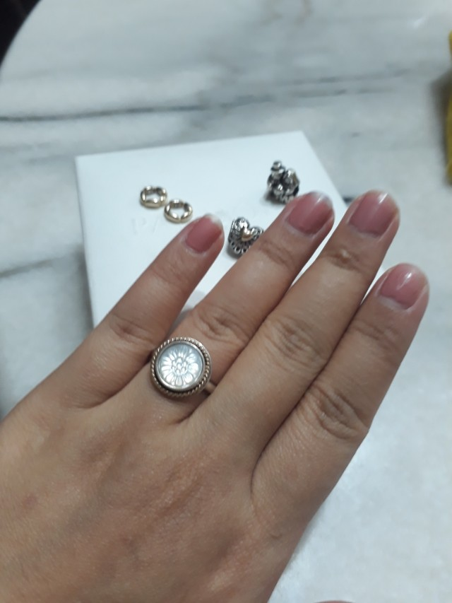 Pandora Authentic Floral Mother of Pearl ring