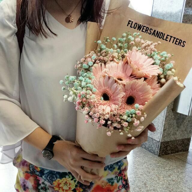 Pink Gerbera Daisy Flower Bouquet Wraps With Mixed Pink Blue And White Baby S Breath Hand Bouquet Real Flowers Fresh Flowers Bouquet Gardening On Carousell