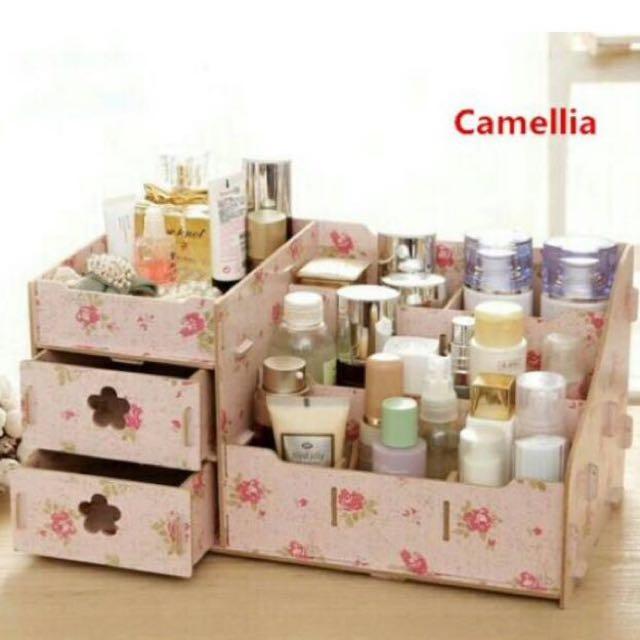 Rak kosmetik kayu Camelia