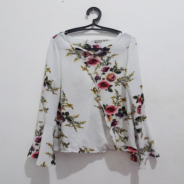 V rope neck floral white blouse