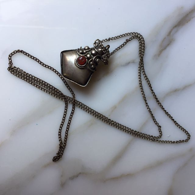 Vessel pendent becklace