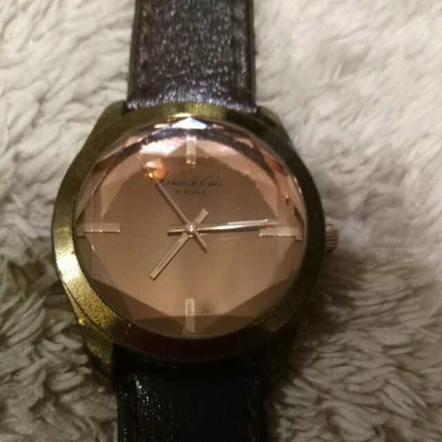 Women Watch Kenneth Cole