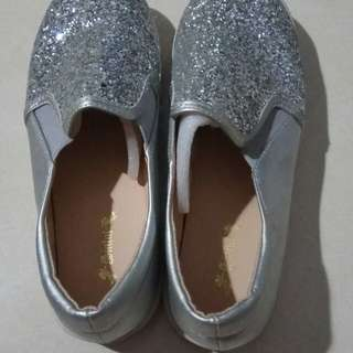 Sepatu blink wanita