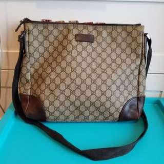 Gucci 袋,可放A4 ,$600