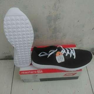 Sepatu Converse Auckland Ultra Black