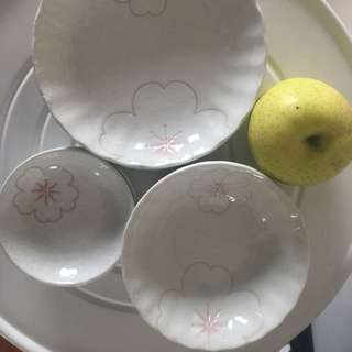 Plate and bowl set in 6pcs / 一套六件大中小碗/碟