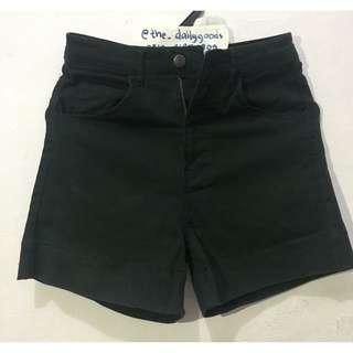 Hot pants / celana pendek wanita