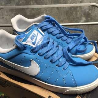 Nike Court Tour size 38