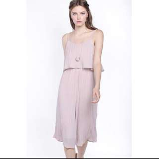 fayth uptown pleated jumpsuit in mauve - xs