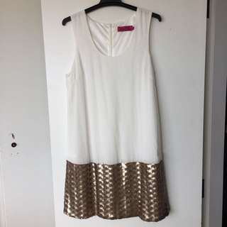 Lovely summer dress, perfect if you want to dress up :) it is to big for me on the side.