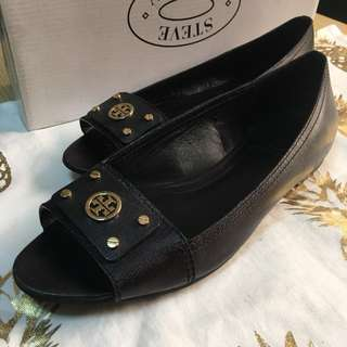 Authentic Tory Burch peep toe saffiano black shoes with gold hardware