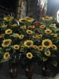 6 feet Artificial Sunflower Arrangement