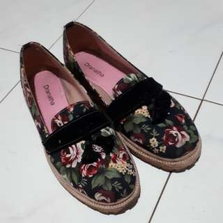 Preloved Sepatu Oxford Wanita Floral Dranatha Size 38
