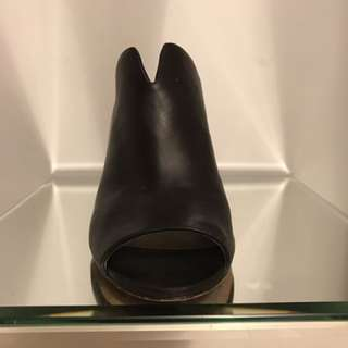 Vince Camuto Leather Heels size 7.5