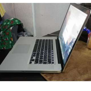 apple macbook pro core i7 15 inches year 2011 rush!!!