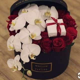 Valentine's Day- Everlasting Flowers & Chocolate Set