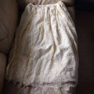 半截繡花白色裙