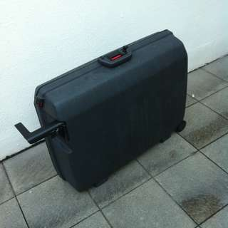 Samsonite 28 inches oyster case luggage. Dimension are 70 x 55 x 24cm.