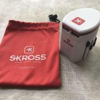 SKROSS travel adaptor with dual USB