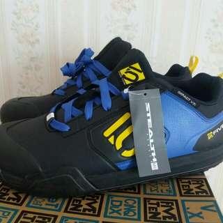 Sepatu pria size 44.5 fiveten masih brand new dgn kotak