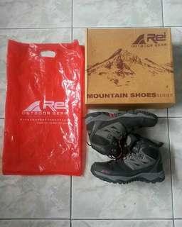 Rei mountain shoes