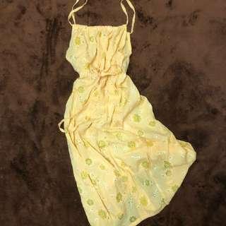 夏日輕新小雛菊菊花簍空吊帶收腰洋裝外搭