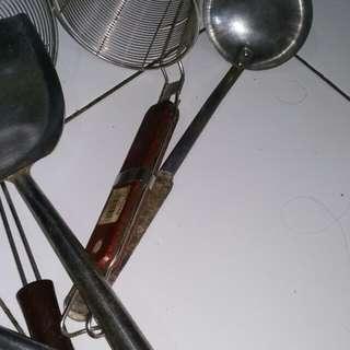 Alat alat penggorengan dan mie ayam