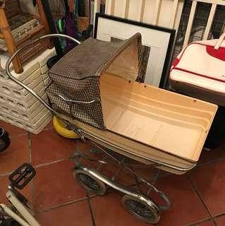 Vintage stroller/pram