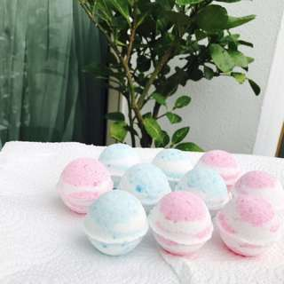 Feb promotions $25 for 10 Lemon grass bath bombs